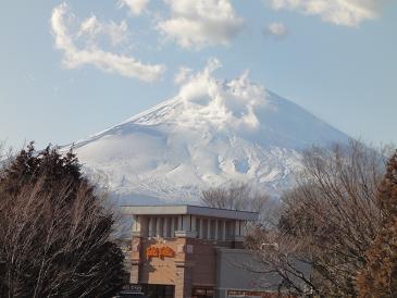 20120209御殿場プレミアムアウトレットの橋から見た富士山1.JPG